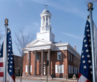 OldCourthouse_FrontFlags_340x285
